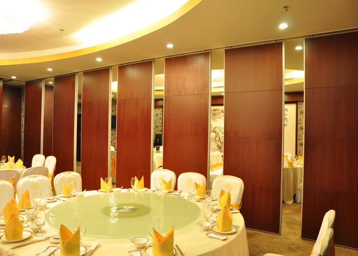 vách ngăn di động phục vụ cho phân chia sảnh tiệc nhà hàng tiệc cưới, hội nghị